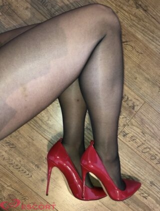 Coralie, 27 years old French escort in Bordeaux